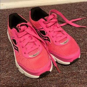 Pink Saucony Sneakers - NWT 🎀